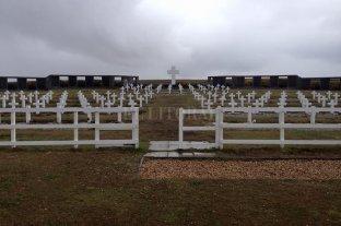 Ya son 103 los soldados caídos en Malvinas identificados en el cementerio de Darwin -  -