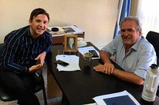 Pignata se entusiasma con un triunfo del PJ en la ciudad y en la provincia - Reunión. El presidente del Partido Justicialista, Ricardo Olivera (der.), junto a Sebastián Pignata. -