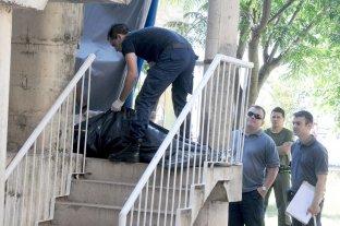 Juzgan a conocido barra de Colón por un homicidio en el Centenario - La policía halló al joven de 27 años cuando agonizaba en la zona de escaleras de los monoblock.