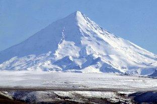 Hallaron muerto al andinista que cayó en una grieta del volcán Lanín -  -
