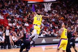 LeBron James brilló en el triunfo de Lakers: anotó 51 puntos