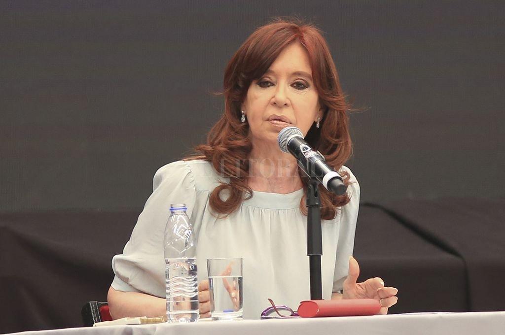 """""""Contracumbre"""" del G20: Cristina convocó a la unidad en un frente que """"no es derecha ni de izquierda"""""""