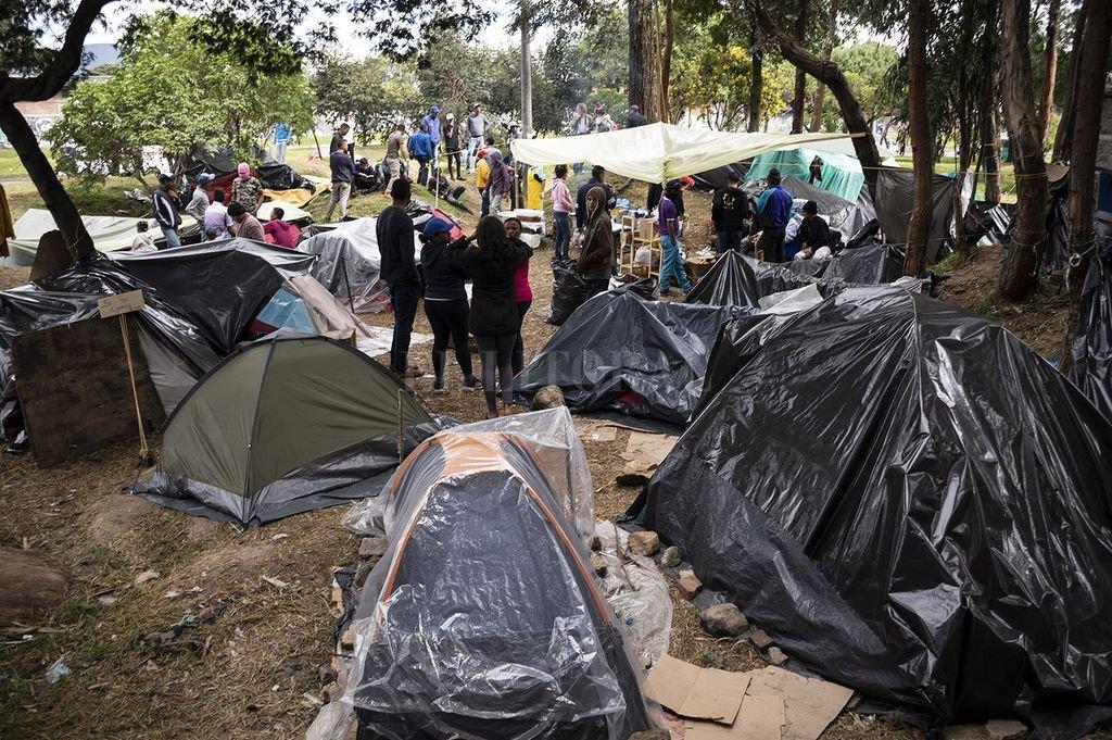 Colombia anunció que expulsará a venezolanos que alteren el orden público - Los campamentos de venezolanos son cada vez más numerosos en Bogotá. -