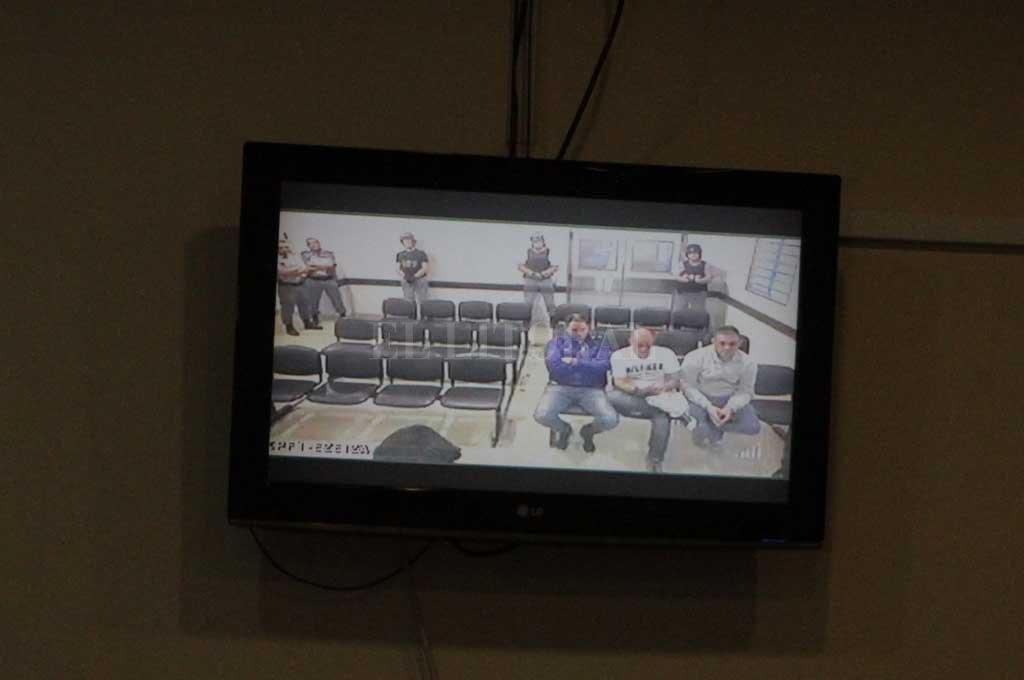 Condenaron a los hermanos Cristian   y Martín Lanatta y Víctor Schillaci  - Por videoconferencia, los imputados siguieron el juicio desde el penal de Ezeiza. -