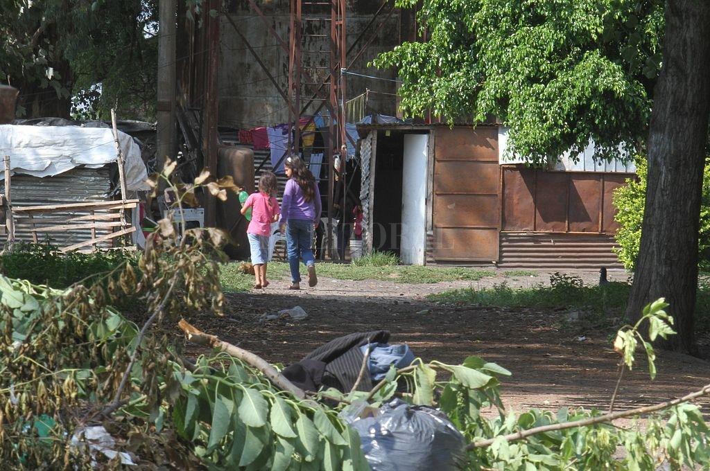 """Vecinos piden que se abra una calle de Candioti Norte: """"Ya es tierra de nadie"""""""