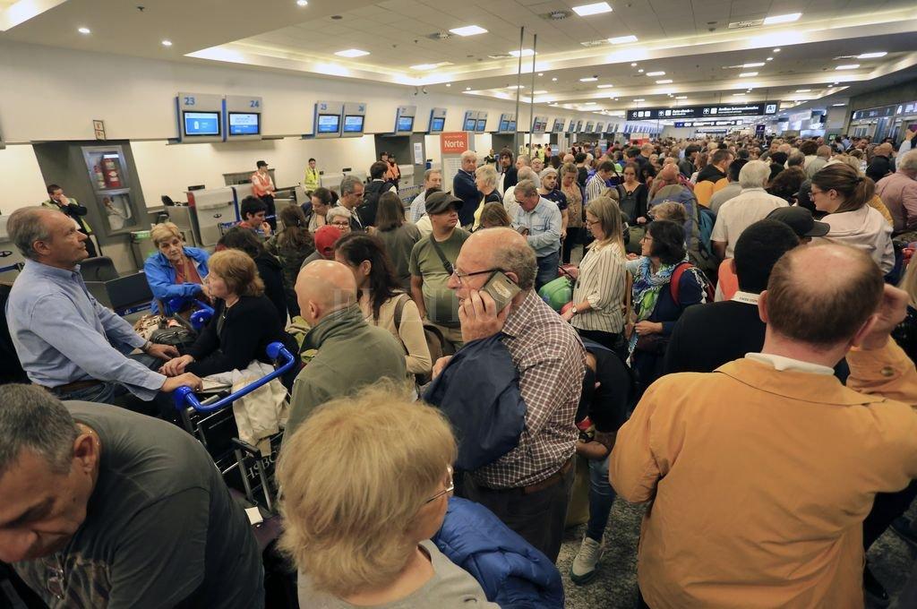 Aerolíneas Argentinas suspendió a 376 empleados por las medidas de fuerza