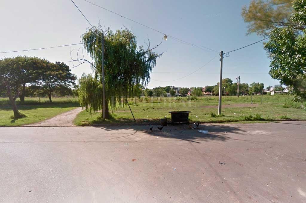 Pedro Ferré se corta por la vía. Vecinos reclaman su apertura y, además, la urbanización de la zona.  Crédito: Captura de Pantalla - Google Street View
