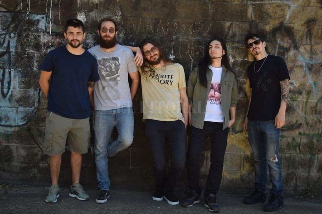 """Súper Sopa: Nico Bordón (bajo), Gabo Barukel (guitarra), Agustín """"Flaco"""" Ferrero (voz), Fernando Gómez (guitarra) y Gugui Morana (batería). Gentileza producción"""