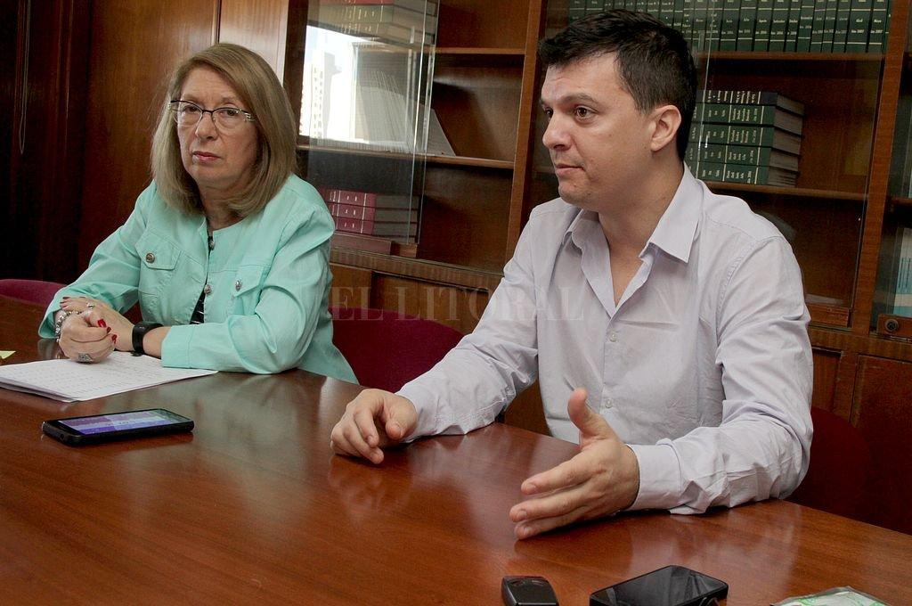 Alicia Berzero, directora de la Caja de Jubilaciones, junto a Fabián Medizza, subsecretario de Seguridad Social de la provincia. Crédito: Guillermo Di Salvatore