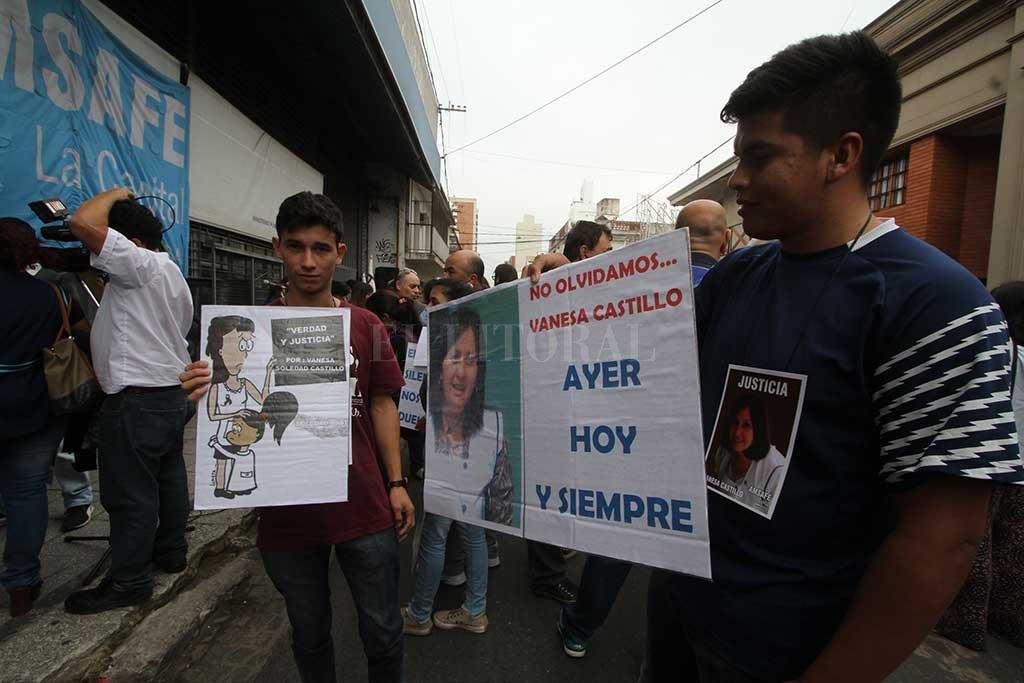 Familiares, amigos, colegas y alumnos no se cansan de marchar para pedir que se haga justicia. Crédito: Archivo - Mauricio Garín.
