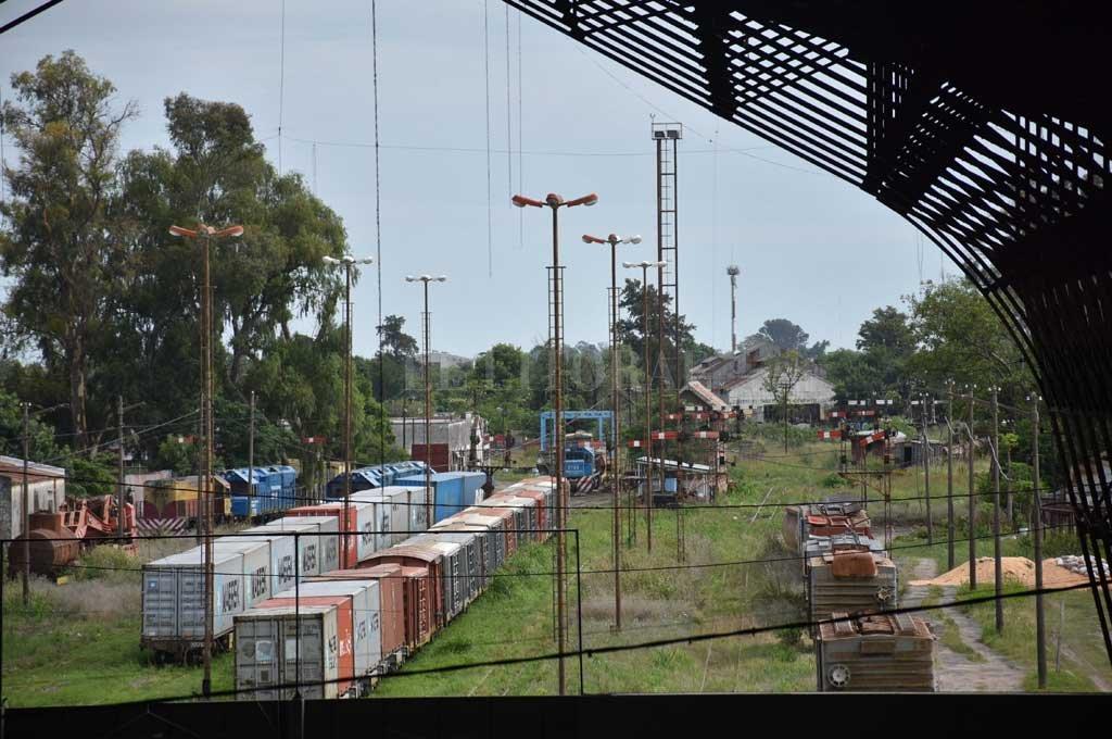 Planificación. La playa de maniobras de cargas se mudará a Laguna Paiva pero se preservará la vía para un futuro tren de cercanía. Crédito: Flavio Raina