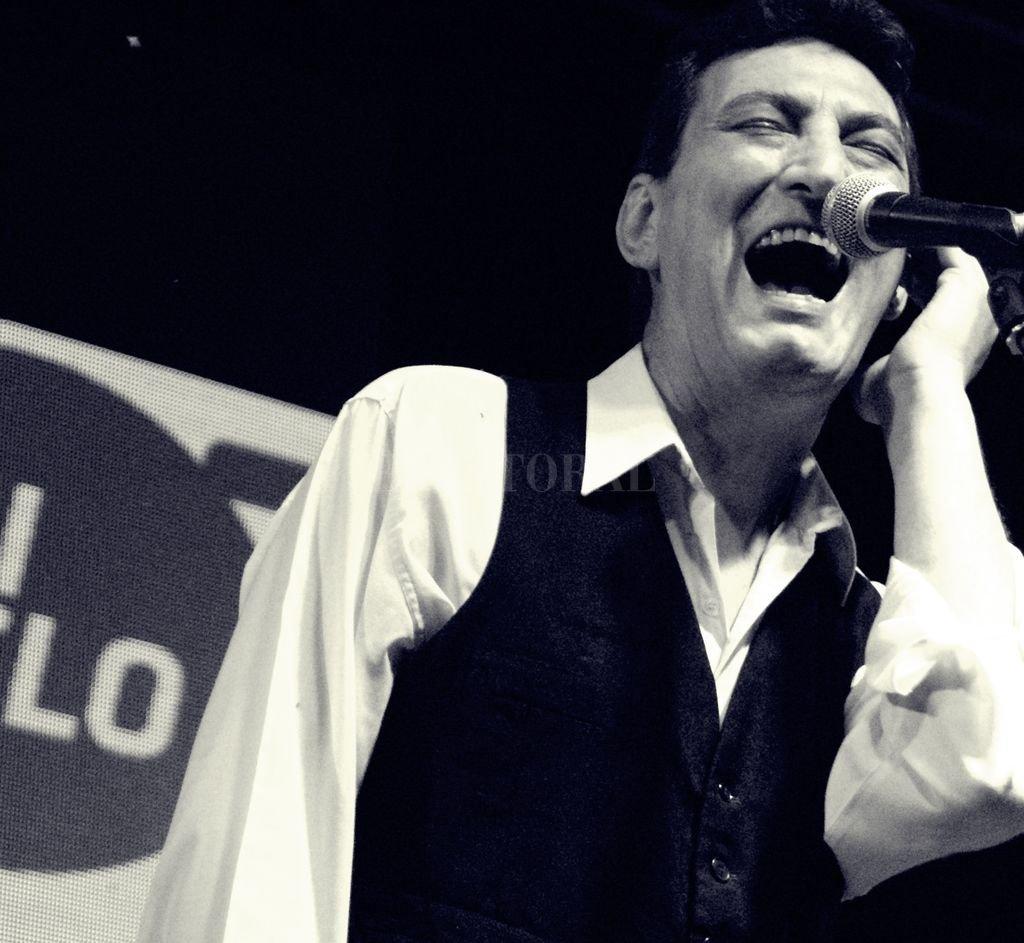 Chacho Cabrera, vocalista de LSFBB. Crédito: Gentileza Romi Pecorari / Magia Negra Producciones