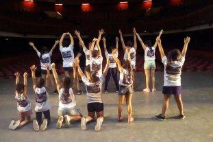 Bailes con espíritu navideño - La Escuela de Danza funciona en dos sedes ubicadas en el norte de la ciudad. Para finalizar el año, presentará una obra que cuenta con más de 70 participantes en escena. -