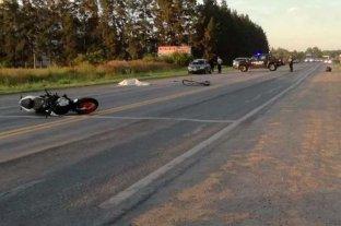 Ciclista y motociclista fallecidos al chocar en el gran Rosario -  -