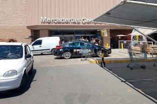 """""""Mecheras"""" detenidas en el hipermercado de barrio El Pozo -"""