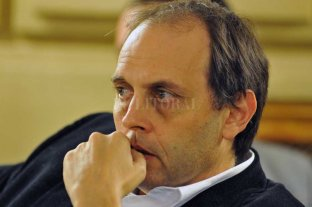 Una ley simplifica trámites  para la Personería Jurídica - Hugo Rasetto, senador radical por Iriondo. -