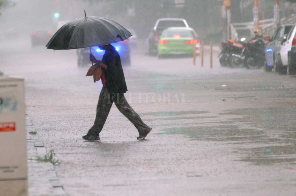 Advertencia del SMN: Lunes y martes podría llover el promedio mensual de diciembre -  -