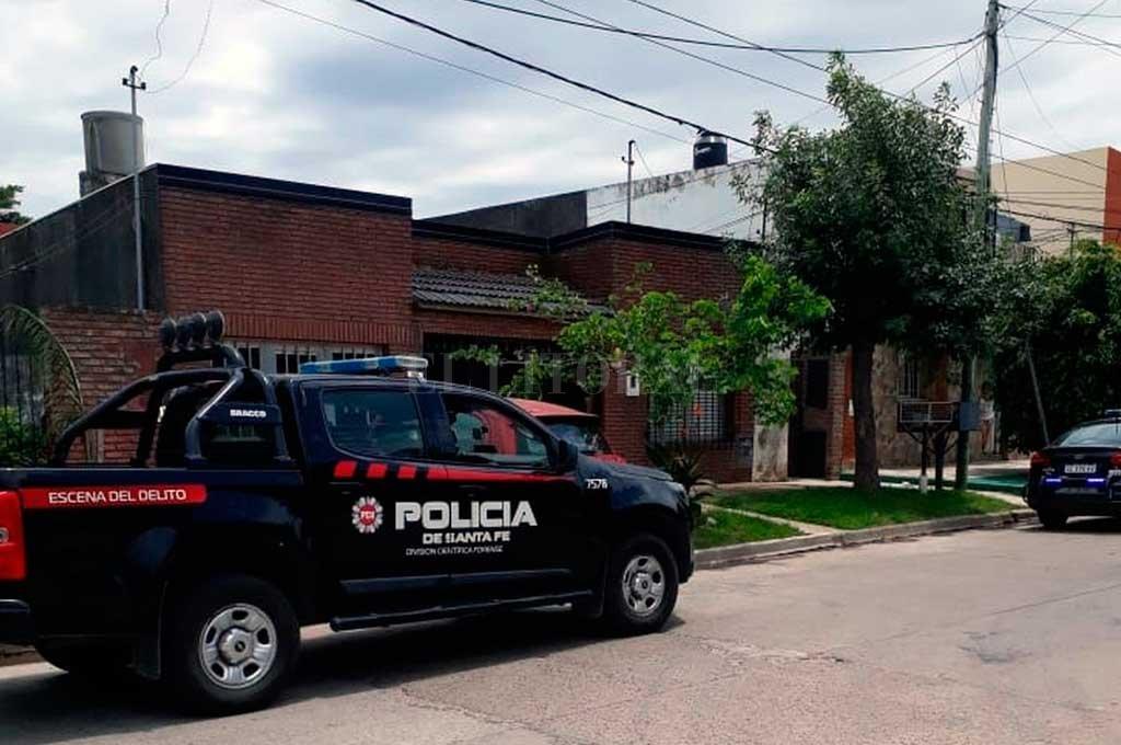 Personal policial trabajó en el lugar y escuchó el reclamo de los vecinos. <strong>Foto:</strong> El Litoral