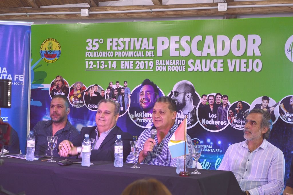 Se presentó el 35º Festival del Pescador  - El jefe comunal de Sauce Viejo, Pedro Uliambre, presentó la grilla junto al secretario de Gobierno, Gustavo López Torres y el ministro de Gobierno de la provincia, Pablo Farías.