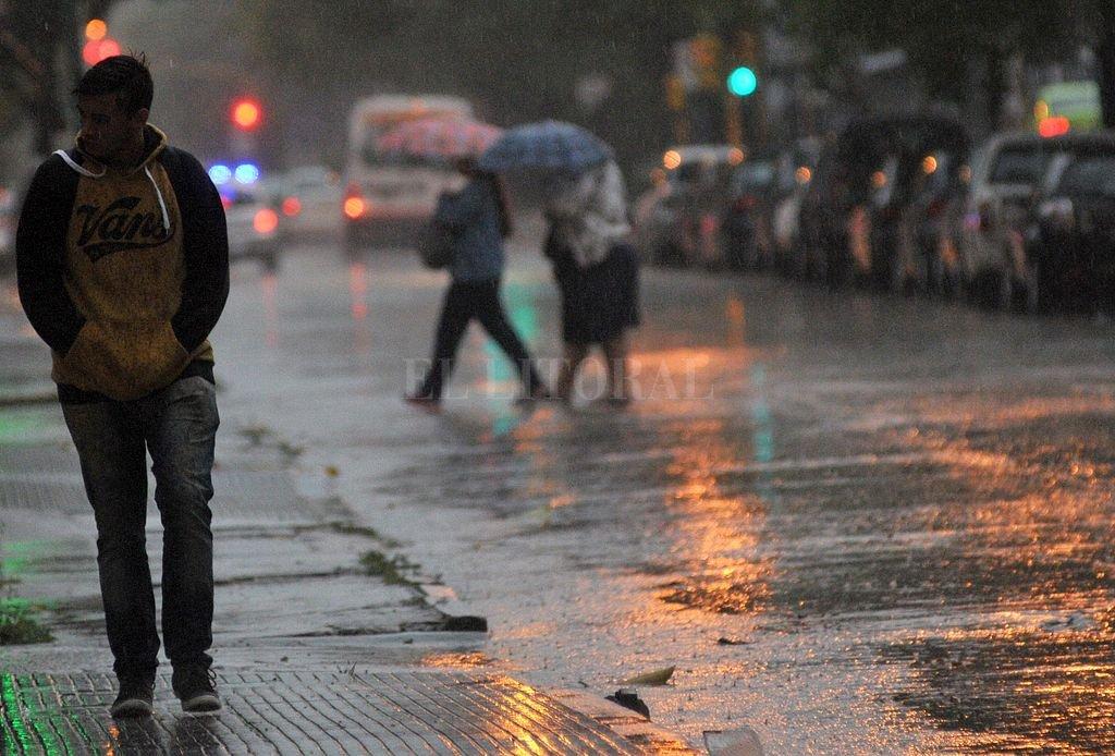 Se renovó el alerta por tormentas fuertes para Santa Fe -  -