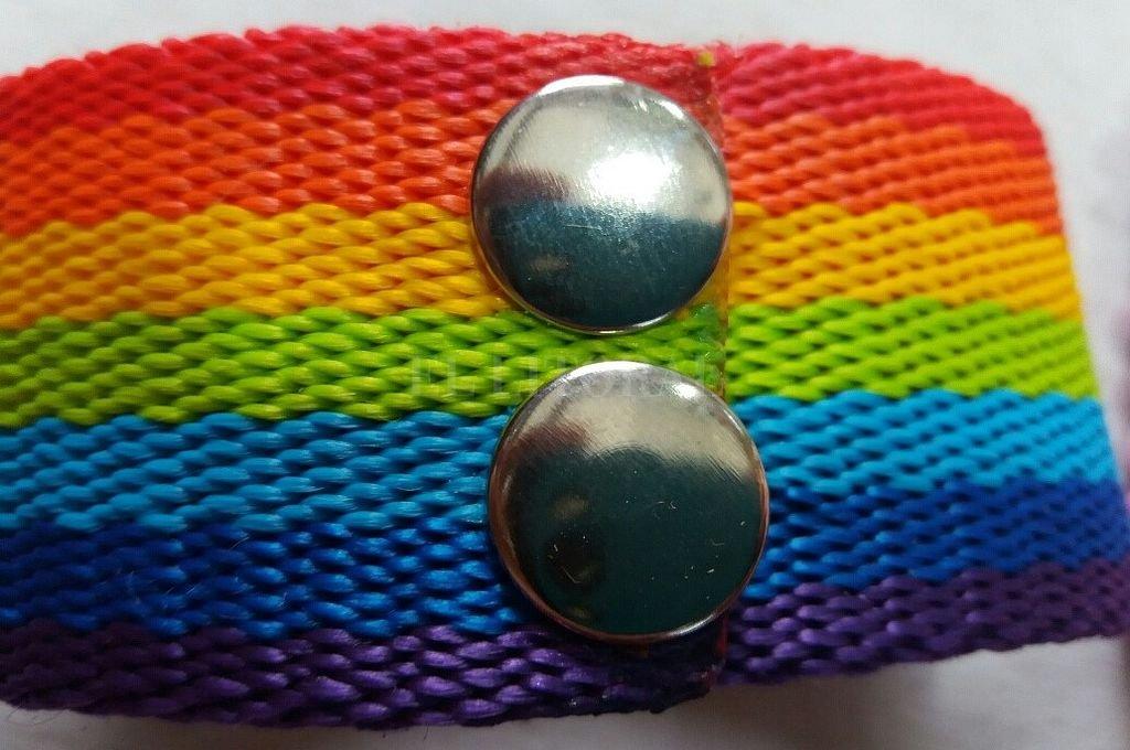 Polémica por un alumno al que le hicieron quitar una pulsera del colectivo LGTB
