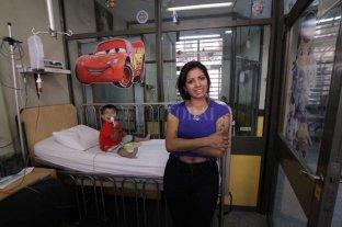 Niños con insuficiencia intestinal: cuando la vida depende de la nutrición de mamá - Mamá. F. tiene 3 años y le dieron el alta recién hace seis meses. Hoy su vida depende de la alimentación que le da Natalia, su mamá, todos los días.