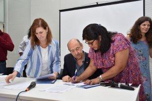Adecuan los servicios en salud a las necesidades de los pueblos originarios - Convenio. Con la rúbrica del documento comienza una nueva etapa en la atención de la salud, que contempla un cambio paradigmático e inclusivo. -
