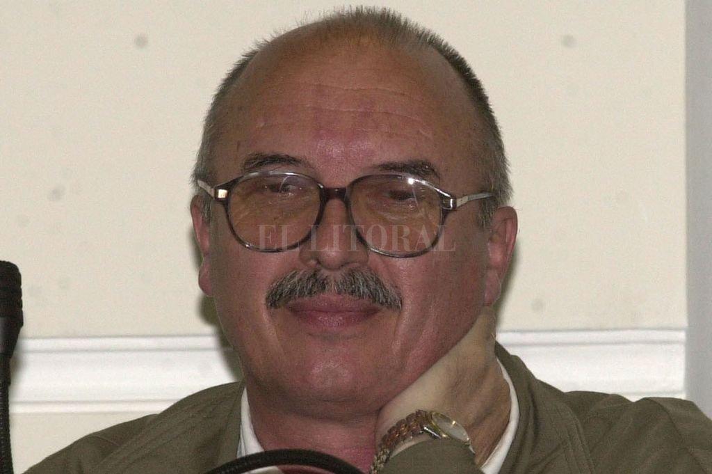 Ex concejal y ex ministro de la Producción, José Weber, en una sesión del Concejo de 2000. Crédito: Alejandro Villar - Archivo El Litoral