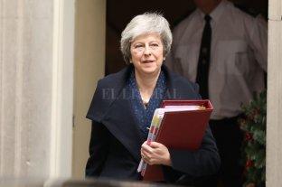 Theresa May superó la moción de censura y sigue como líder del Partido Conservador