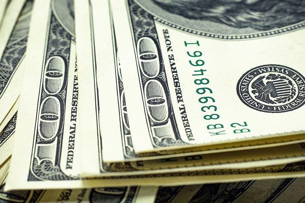 Tras dos caídas en fila, el dólar rebota 10 centavos a $ 38,72