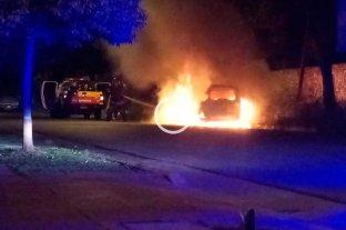 Video: quemaron una camioneta en barrio Candioti -  -