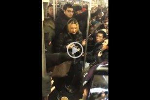 Discriminó y golpeó a una mujer asiática en el subte: Terminó detenida