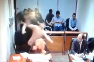 Video: Un preso agredió y amenazó a un fiscal - Momento en que el acusado agrede al fiscal.