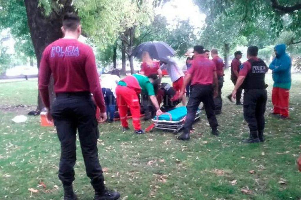 Una mujer murió y un hombre está grave tras ser alcanzados por un rayo