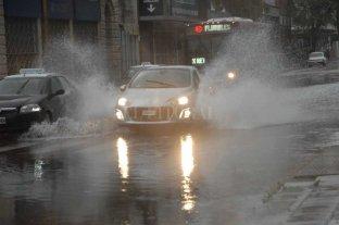La tormenta llegó a la ciudad y podría caer más lluvia -