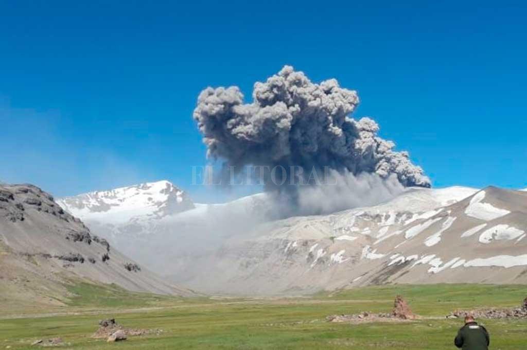 Volcán Peteroa en Mendoza entró en actividad: hay alerta amarilla