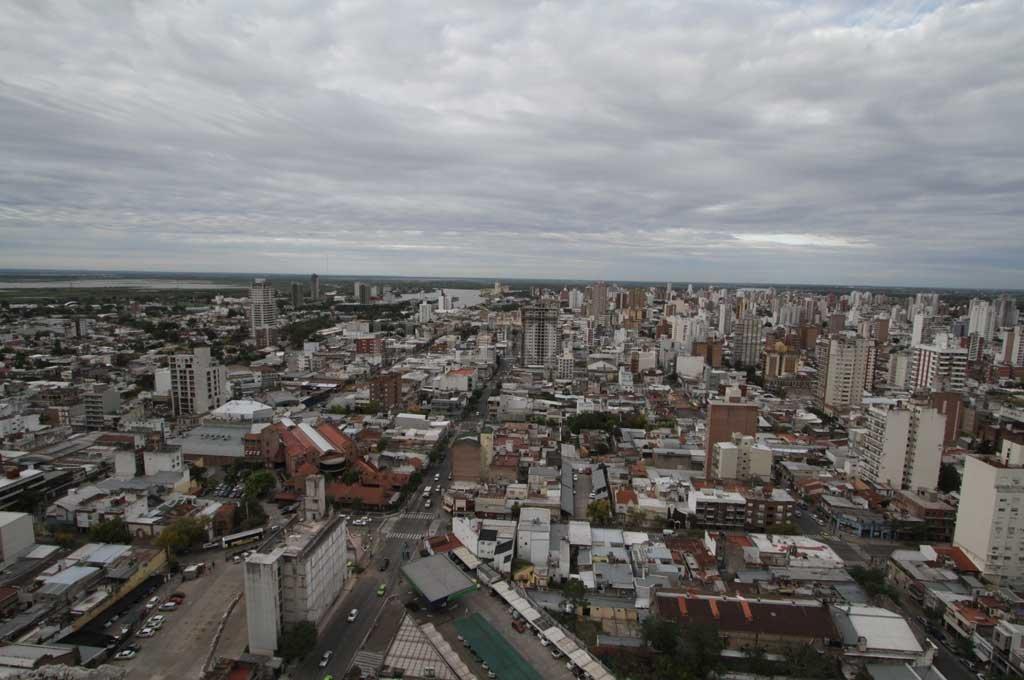 Sábado gris con baja probabilidad de lluvia en la ciudad