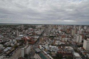 Sábado gris con baja probabilidad de lluvia en la ciudad -  -