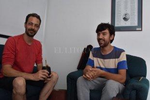 """Hermanos en la murga - """"La murga tiene que hablar de lo que pasa alrededor"""", expresan a modo polifónico Facundo Céspedes y Sergio Rosa. -"""