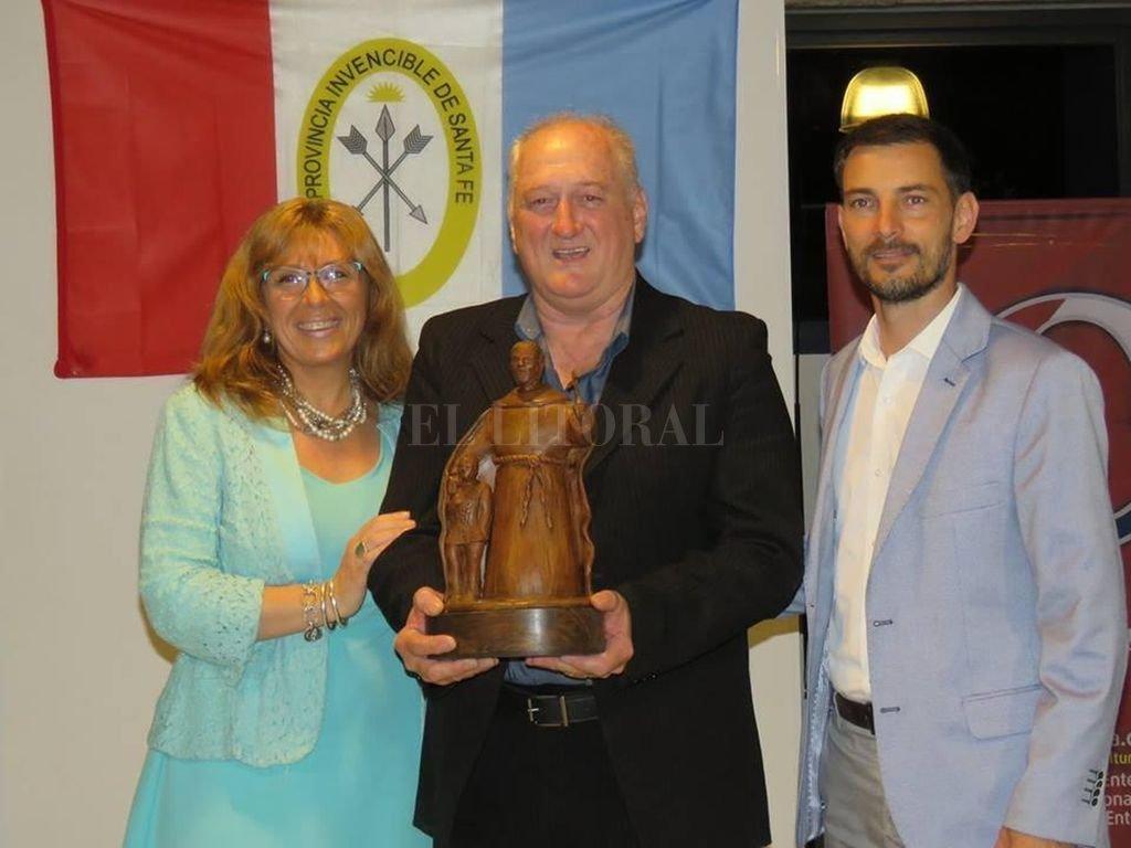 Julián Ratti recibió el Premio Julio Migno 2018