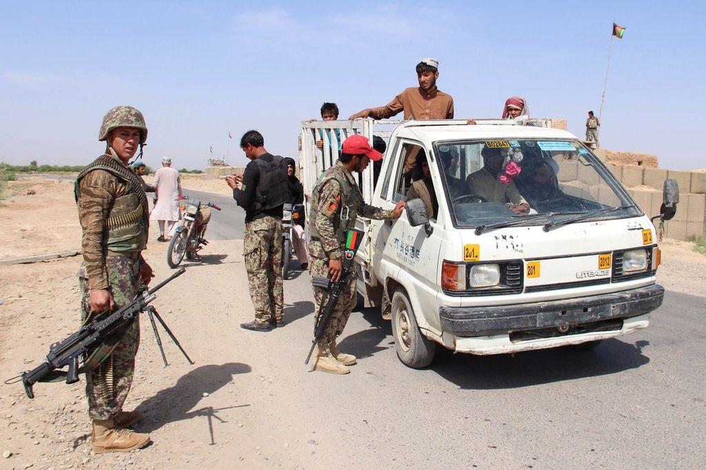 Afganistán: matan a 15 civiles y 38 rebeldes talibanes
