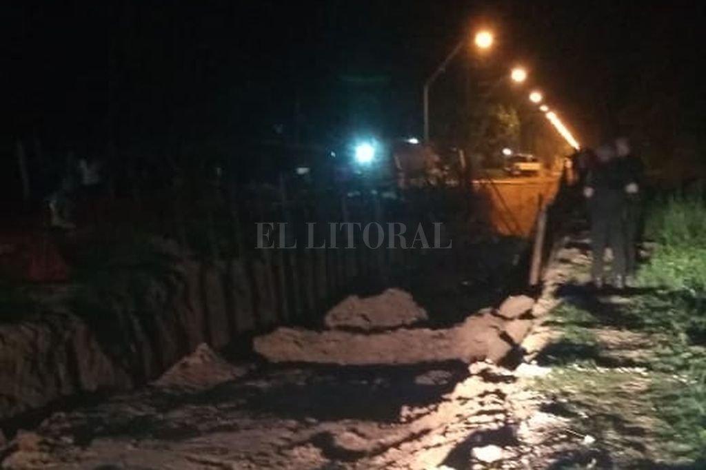 Personal policial inspecciona la zona donde se produjo el cruento suceso <strong>Foto:</strong> El Litoral