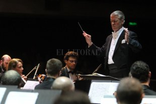 La Sinfónica de Santa Fe actuará en el Teatro Colón - El director titular de la Orquesta, Walter Hilgers, repasó los logros y marcó los principales retos que se abren para 2019.  -