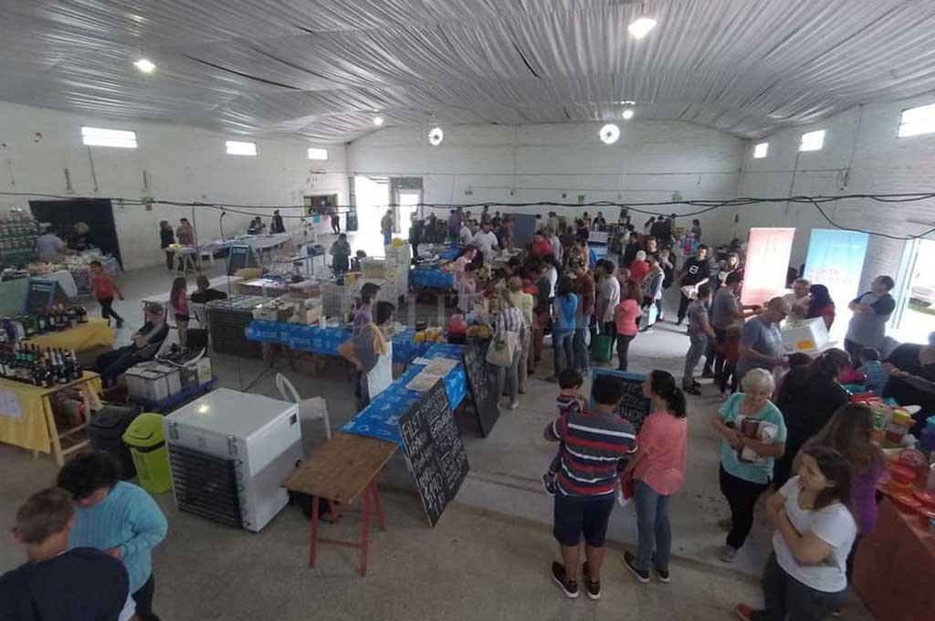 CONVOCANTE. Cada domingo, el Mercado de Colonia San José da la posibilidad a los vecinos de la región de adquirir productos a muy buen precio.  Crédito: Gentileza Comuna