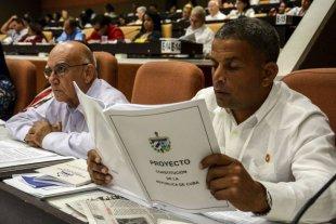 """La nueva constitución de Cuba: un proyecto contradictorio de """"libertad política"""""""