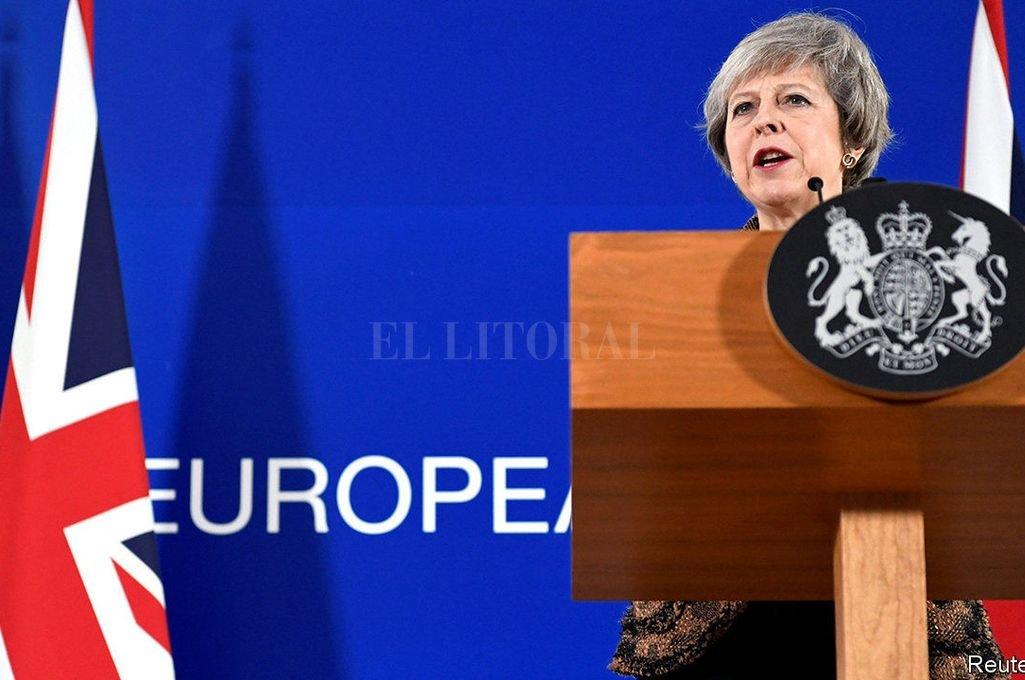 Theresa May firma hoy su dimisión pero seguirá en funciones