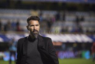 ¿Eduardo Domínguez a Boca? - Domínguez en el último partido que jugó Colón en La Bombonera -