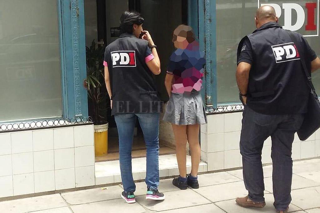 La joven fue detenida en el interior del establecimiento escolar. Crédito: Ministerio de Seguridad