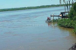 Taxista que se arrojó al río: el auto estaría a una profundidad de más de 7 metros