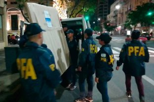 Retiraron cuadros del domicilio de Cristina Kirchner por orden del juez Bonadio